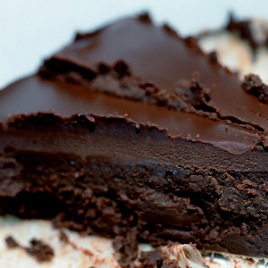 somethingville-com_flourless-chocolate-cake1